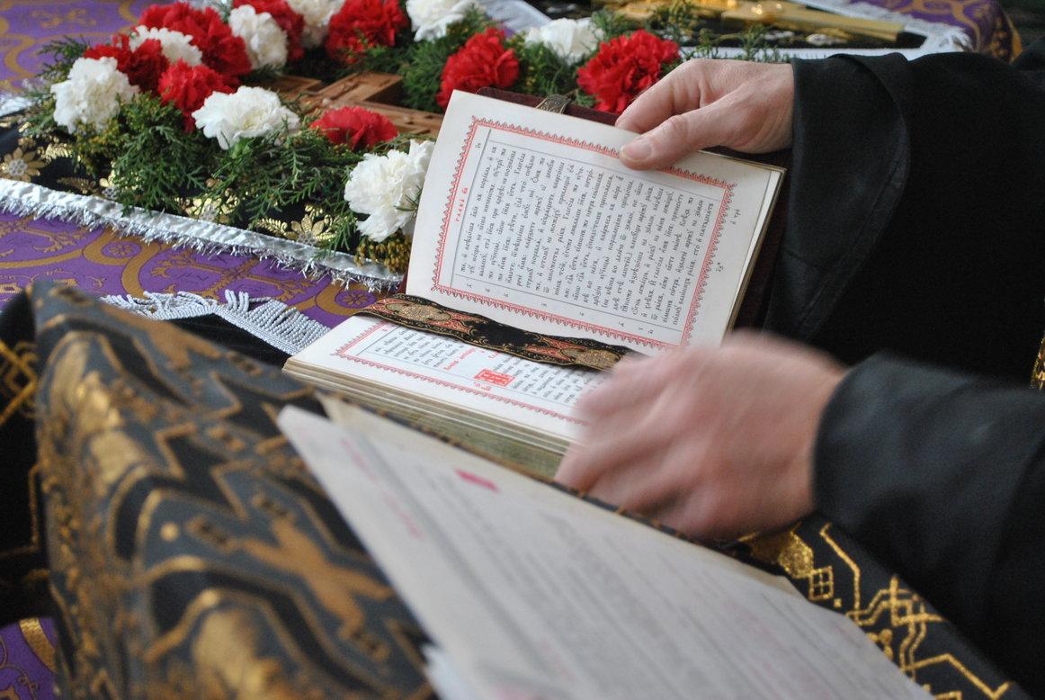 Когда во время православных богослужений можно сидеть?
